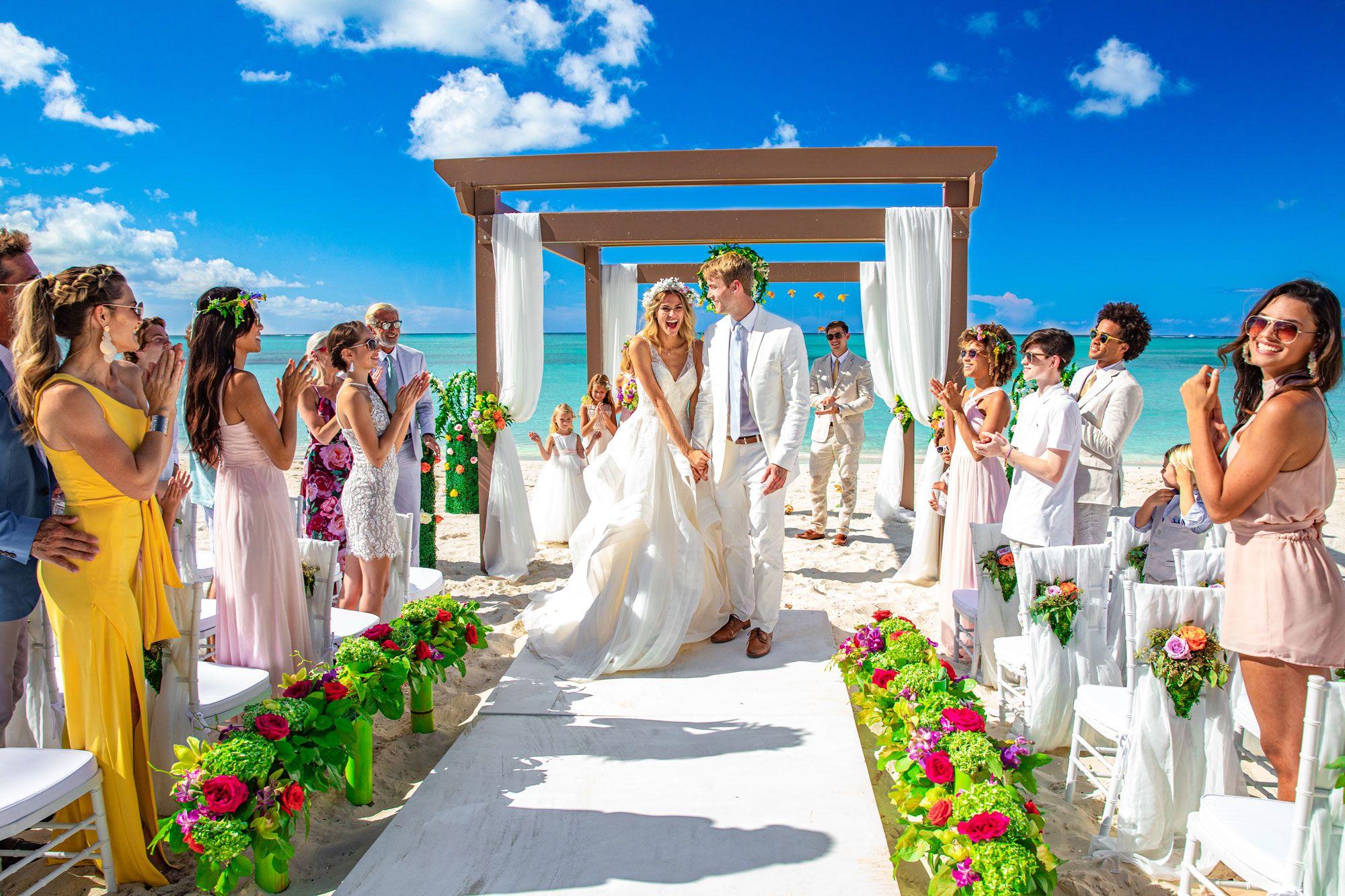 https://www.beaches.com/blog/content/images/2019/11/Beaches-Turks-Caicos-Beach-Wedding6.jpg